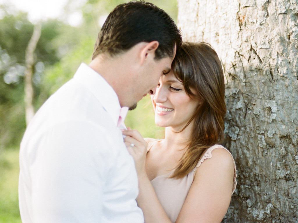 WHY SHOULD YOU SCHEDULE AN ENGAGEMENT PHOTO SESSION?